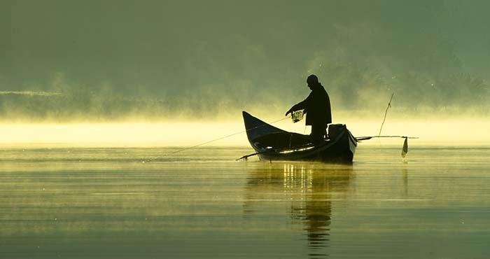 """Jak złowić """"rybę"""" w biznesie i życiu. Opowieści wędkarza pasjonata"""
