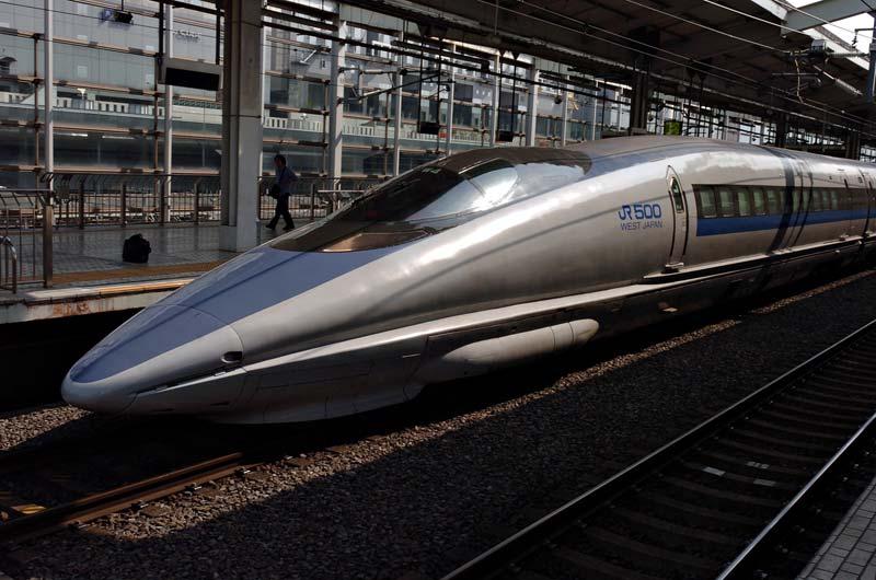 """""""Shinkansen 500 Kyoto 2005-03-19"""". Licencja: CC BY 2.5 na podstawie Wikimedia Commons"""